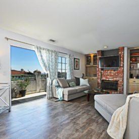 5 Living room to balcony